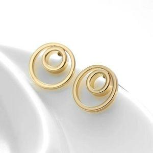 Jewelry - NEW Gold Studs